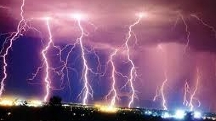 Man dies in Poland, hit by lightning strike