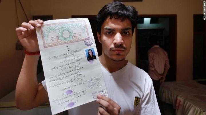 Pakistani teen still alive when set on fire