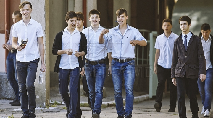 High school termination exams begin. Russian-speakers take on Romanian language and literature
