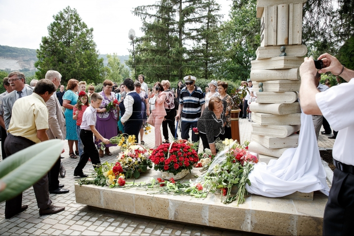 Monument to late Moldovan poet Dumitru Matcovschi UNVEILED in his native village