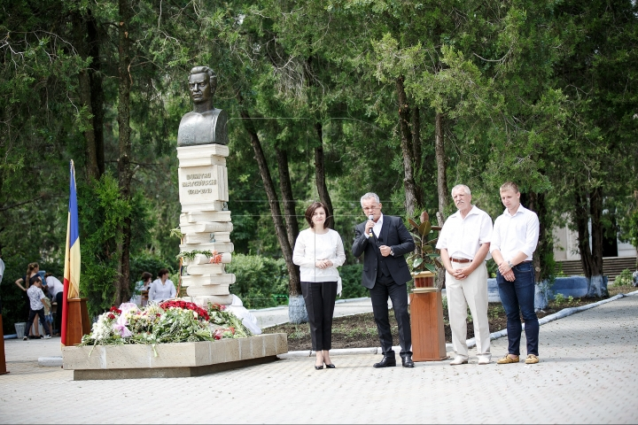 Monument to late Moldovan poet Dumitru Matcovschi UNVEILED in his native village