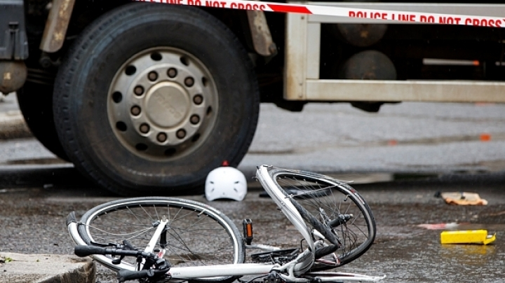 5 dead, 4 injured after truck plows into bicyclists