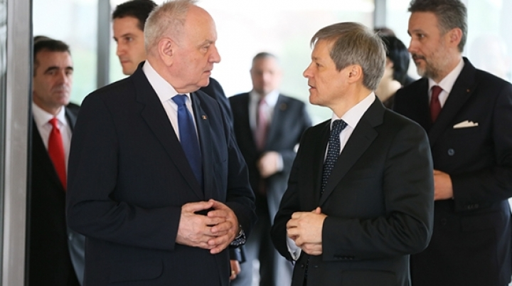 Moldovan president Timofti discusses with Romanian premier Ciolos in Sofia