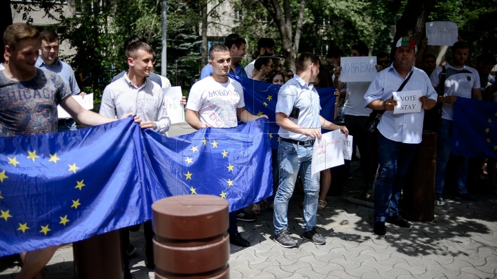 #NoBrexit. Moldovan young Democrats call on Britons to vote 'in' on Thursday (PHOTO GALLERY)