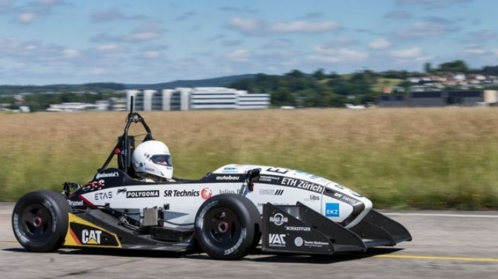 Swiss students make car breaking acceleration record