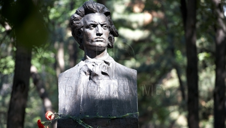 Moldovans commemorate 127 years from death of greatest Romanian Romantic poet
