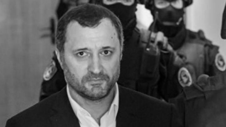 Back to normal. Corruption-suspected Vlad Filat started eating