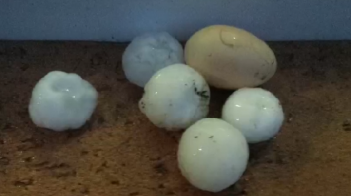 Heavy rain, hail in Moldova. Villages flooded, roofs destroyed