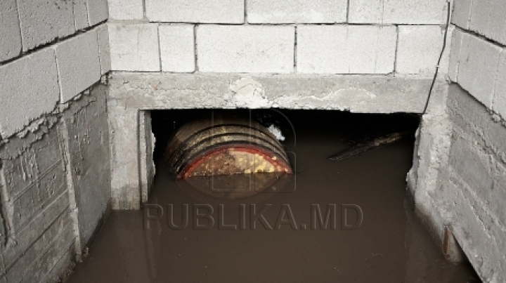 PEOPLE ARE IN DESPAIR! Hundreds of cellars in Comrat FLOODED