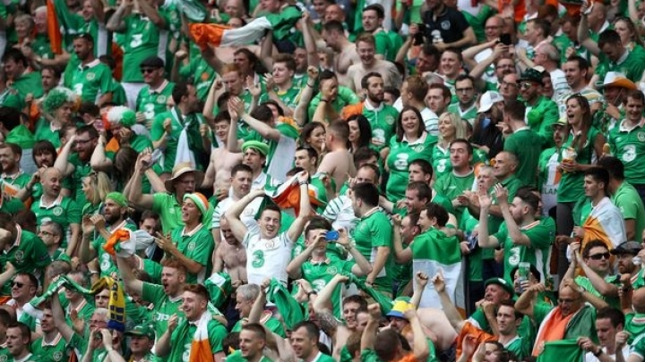 Republic of Ireland football fans turn Frenchman on his balcony into LEGEND (VIDEO)