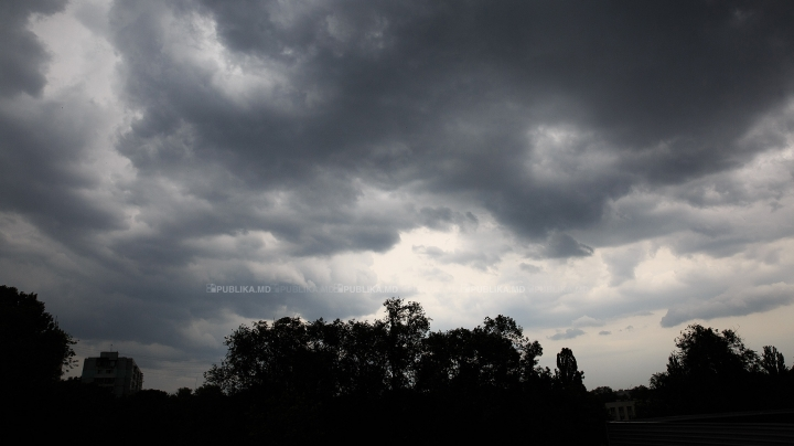 Yellow warning of heavy thunderstorms throughout country
