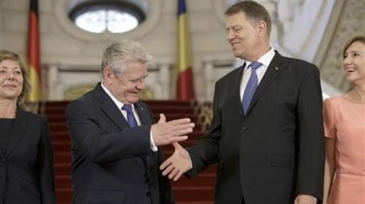 Presidents of Romania, Germany EXCHANGE views on Moldova, security