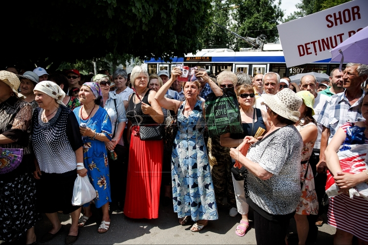 1,000 protest in front of Chisinau court demanding to free Orhei mayor (PHOTO REPORT)