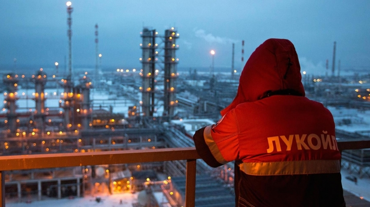 Russia becomes world's biggest oil exporter. Saudi Arabia is second