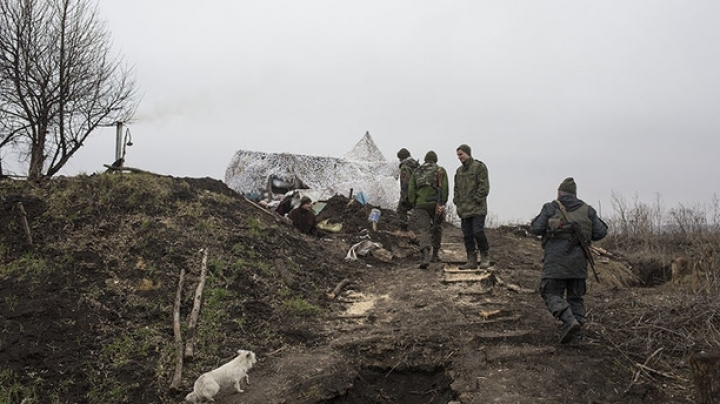 Intensive attacks in eastern Ukraine continue. Three military die