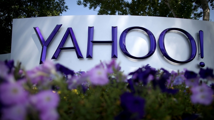 Yahoo hires investment bank to sell about 3,000 patents