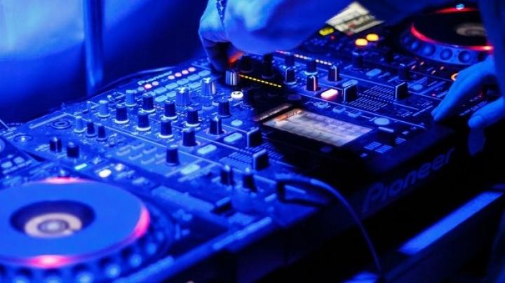 Nigerian DJ sets new world record for longest DJ set