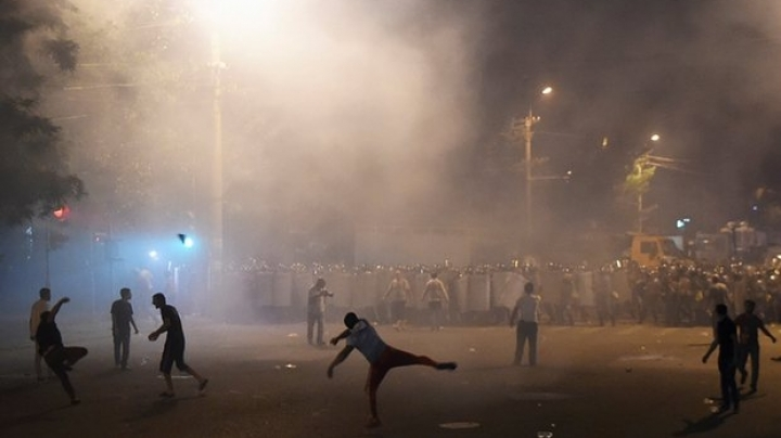 Armenian police clash with demonstrators during continuation of protest