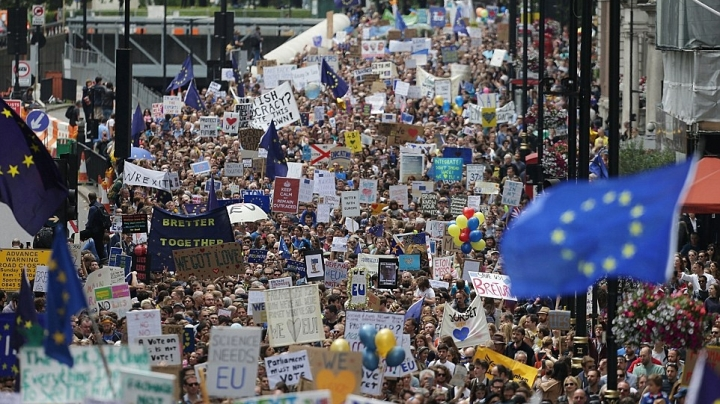 Thousands of people protest against leaving European Union