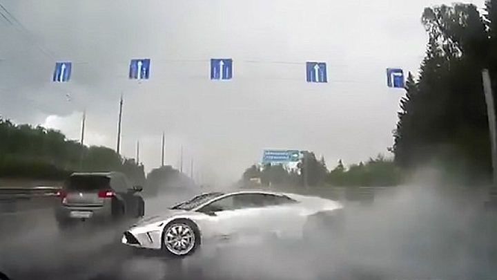 Lamborghini spins out of control on wet road and smashes to pieces