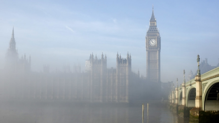 Envelope of 'white powder' gets UK Parliament in lockdown