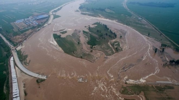 Dozens killed and hundreds of thousands evacuated in China because of floods