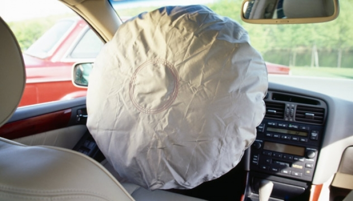 General Motors service recall because of defective air bag