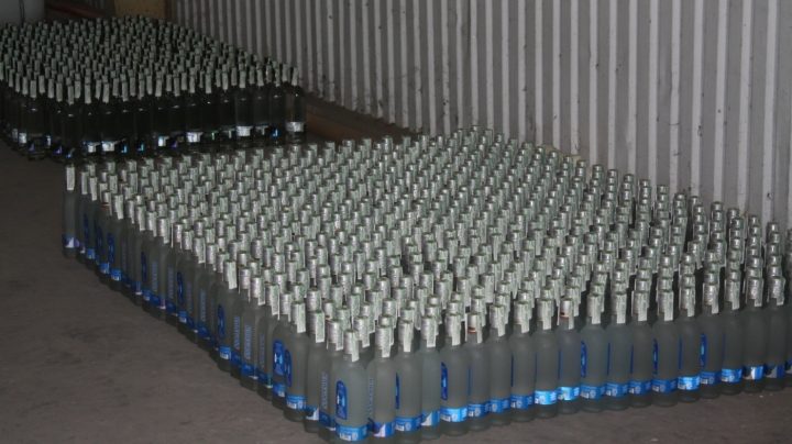 Man, who tried to smuggle huge amount of alcohol and insecticide, was detained at customs