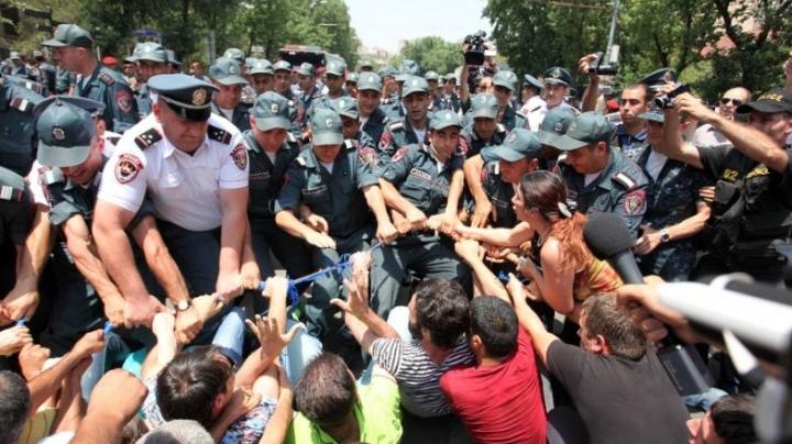Police officer SHOT DEAD in Armenia, after gunmen receive ultimatum