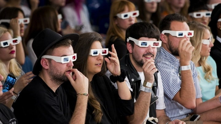 A 3D movie without goofy glasses? MIT is working on it