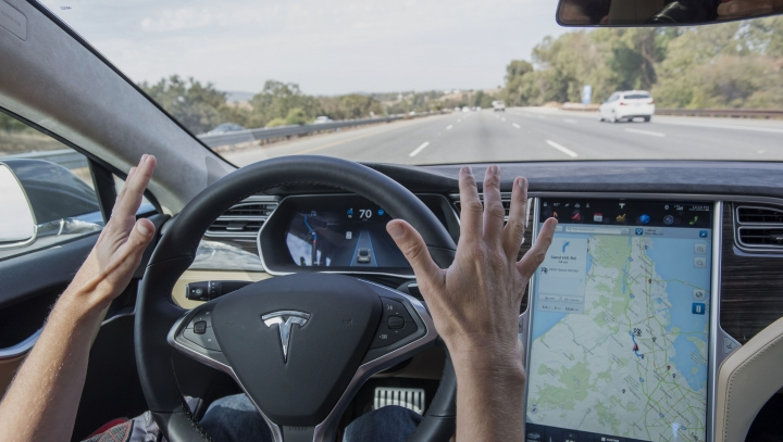 Tesla ponders over new approach as to auto-piloting