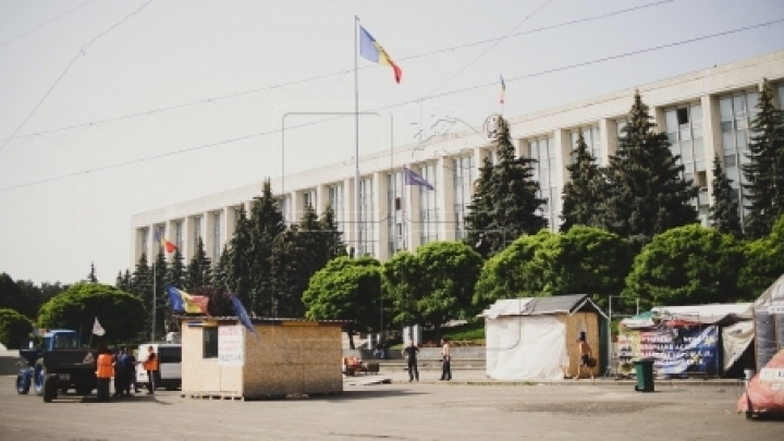 Chisinau people OVERWHELMINGLY discontent with tents on central square