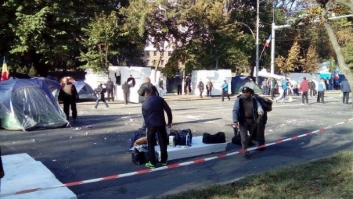 Supporters of Usatîi and Dodon to be OBLIGED to dismantle tents as soon as possible