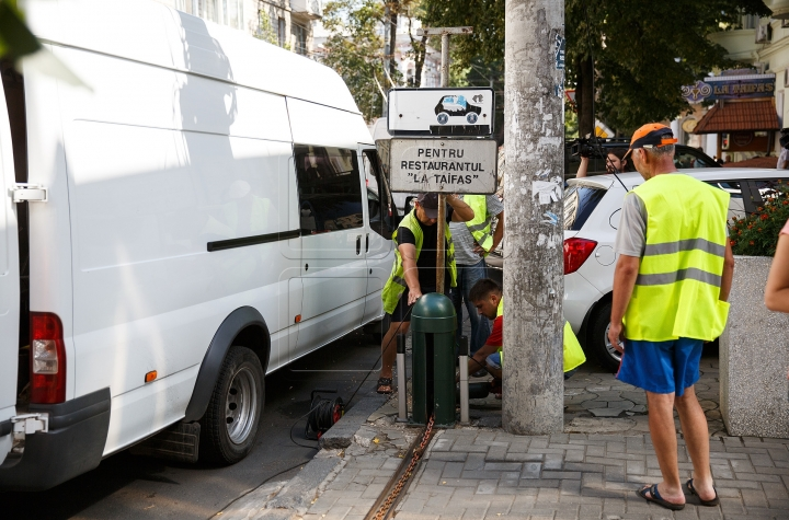 In Chisinau, for $10, you can get your own parking lot (PHOTO)