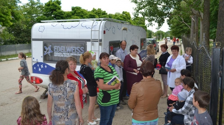 Moldova Rebirth mobile pediatric office reaches Ocnita district