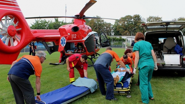 Moldovan person, injured in car accident, was transferred from Iasi to Chisinau on SMURD chopper