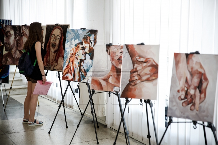 Government building hosts art exhibition of Nicoleta Vacaru (PHOTO)