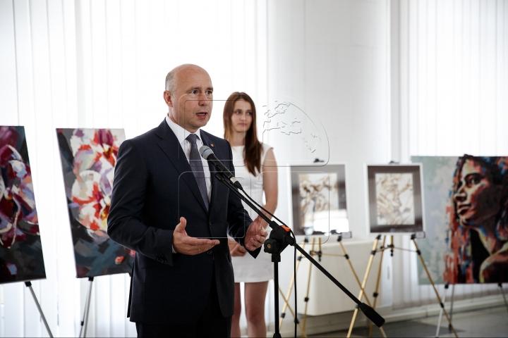 Government building hosts art exhibition of Nicoleta Vacaru (PHOTO)