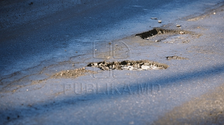 Many roads in Moldova are damaged because of hot weather
