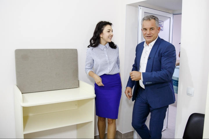 Vlad Plahotniuc visits Mother and Child Institute to monitor new campaign