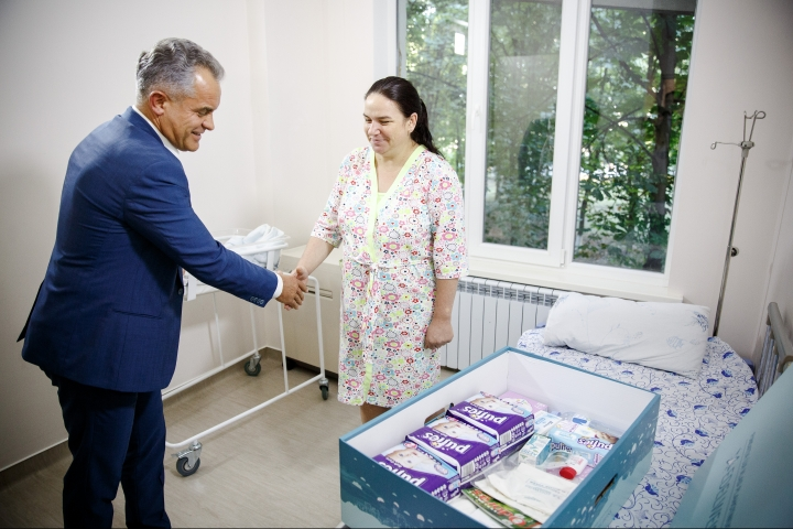 """A new life"" campaign continues with presents from Vlad Plahotniuc to all mothers and newborns"