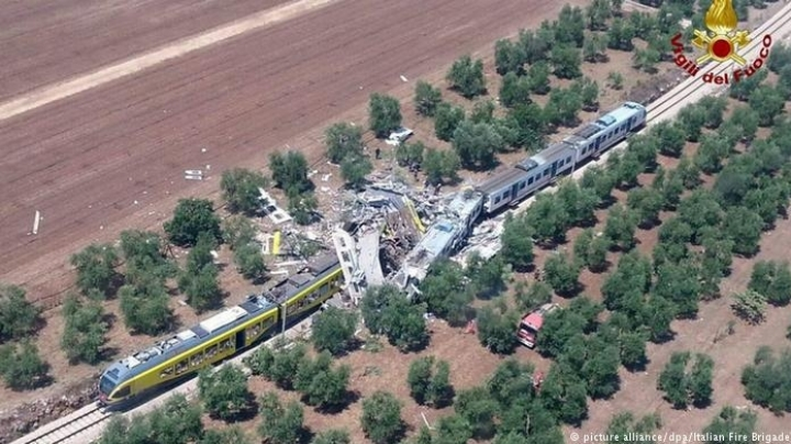 PASSENGER trains collide in Italy: 12 dead, scores injured (VIDEO)