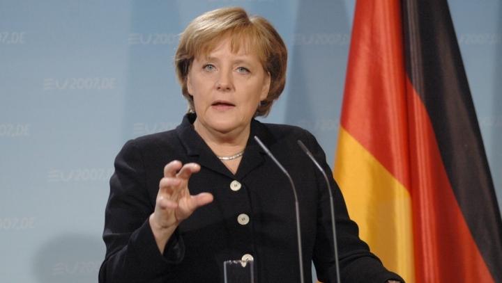 Europe turns eyes to Angela Merkel expecting a solution
