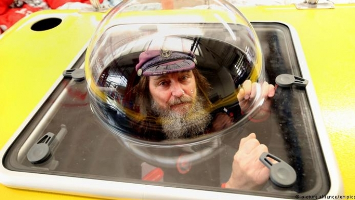 Russian adventurer flying on balloon to break world record