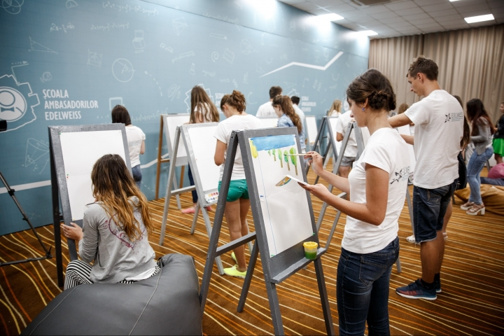 Vlad Plahotniuc gives advice to participants of School of Edelweiss Ambassadors (PHOTO REPORT)