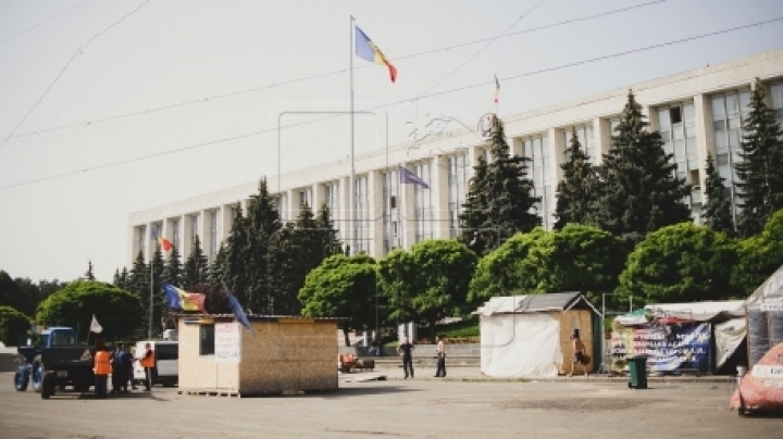 New court session on tent camp in downtown Chisinau