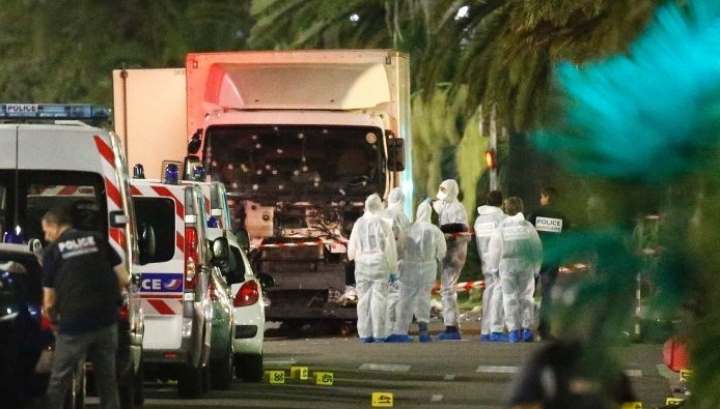 84 dead in France's Nice, after terrorist ploughs truck into crowd (VIDEO)