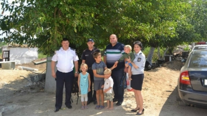 Praiseworthy gesture. Several policemen gifted less fortunate family
