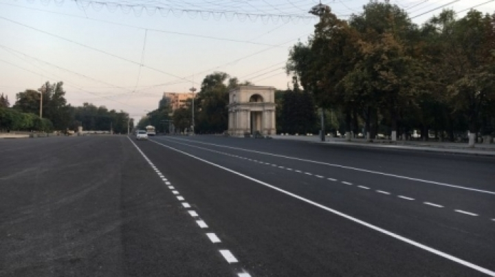Strange road marking on Chisinau's main street is requested by Ministry of Defense