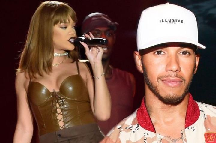 Rihanna wows at V festival in Great Britain